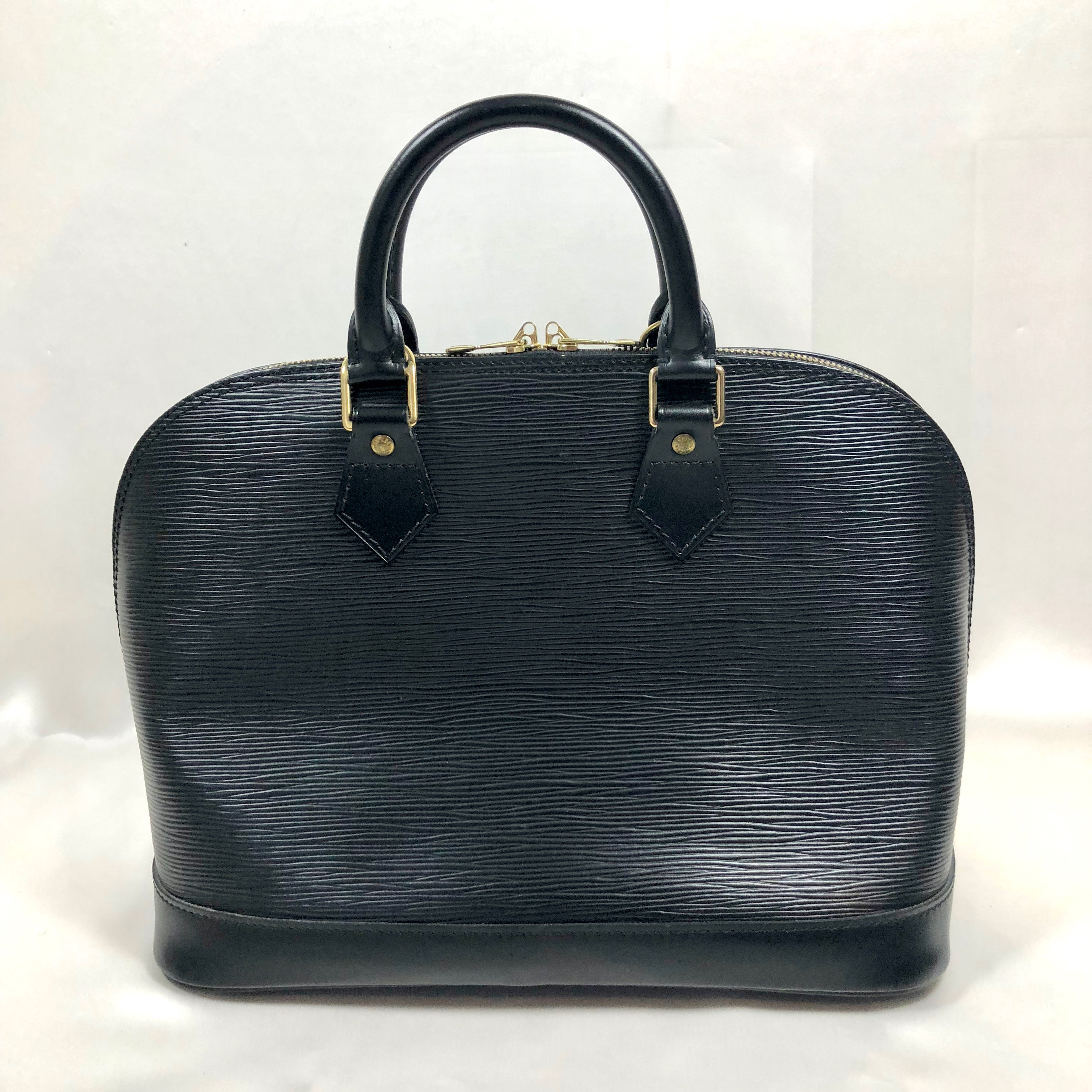 0bd7bb6098ff LOUIS VUITTON ALMA PM IN EPI LEATHER - Still in fashion