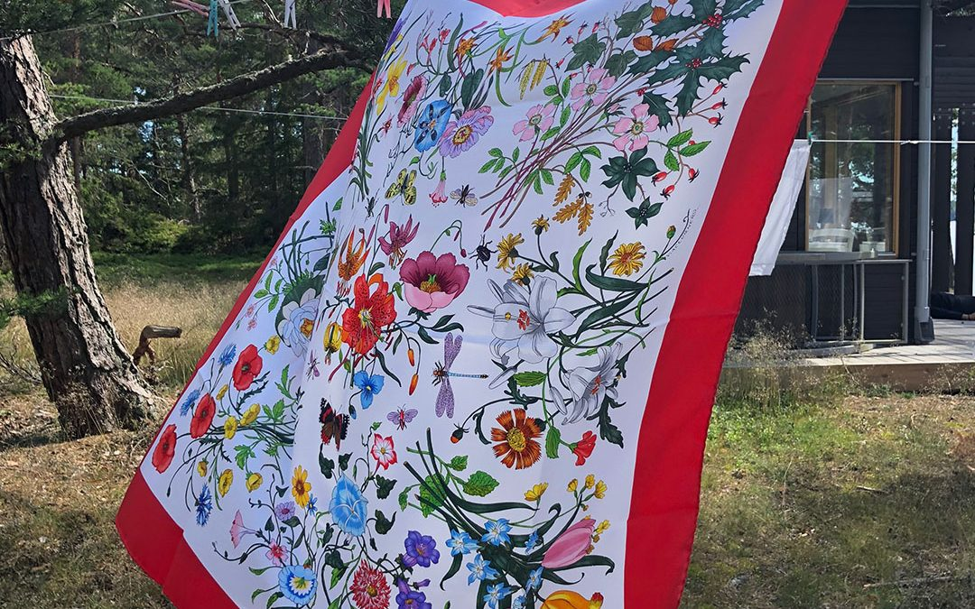 Gucci 'Flora'- the Prinsess's scarf