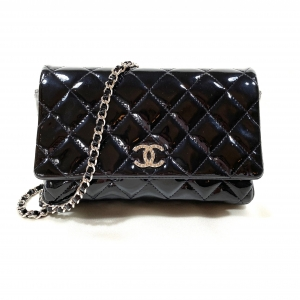 CHANEL WOC (WALLET ON CHAIN) BLACK QUILTED PATENT LEATHER